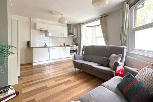 4 bed student flat to rent, Portsmouth - Cottage Grove near Portsmouth University - open living room